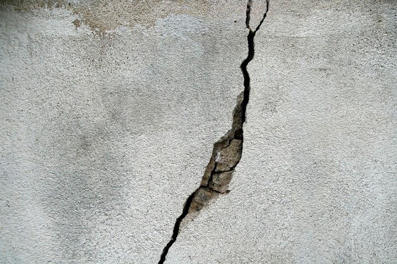 Трещины в бетоне после заливки: как устранить